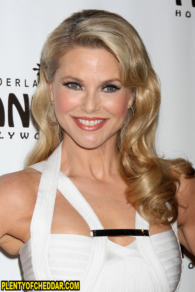 40 Celebrities Who Do Not Look Their Age: Christie Brinkley Net Worth