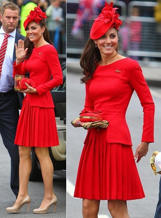 kate-middleton-queen-elizabethe28098s-diamond-jubilee-river-pageant-flotilla-alexander-mcqueen-dress