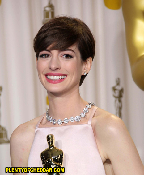 anne-hathaway-plenty-of-cheddar